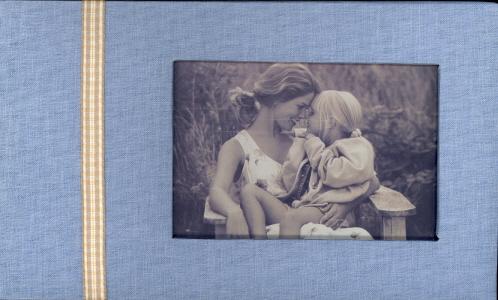 "Photo Album (Blue): Hold 50 4""x6"" photos"